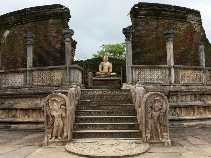 e360e-the-vatadage-at-the-sacred-quadrangle-in-polonnaruwa-2